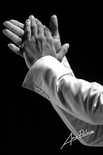 a-palma-manos-de-bailaor-flamenco-haciendo-palmas